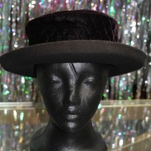 Accessories - Taylor Morgan Black Quilted Hat *Excellent